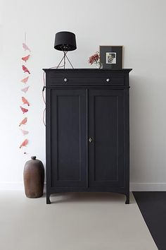 Vintage Antique Cabinet Vertiko Black Painted Decorating Set Up Living Room - - Diy fotowand - Painted Furniture, Home Furniture, Black Furniture, Family Furniture, Antique Furniture, Antique Chairs, Painted Armoire, Salvaged Furniture, French Furniture