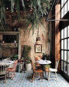 New Rustic Cafe Seating Ideas Cafe Restaurant, Restaurant Seating, Industrial Restaurant, Shabby Chic Restaurant, Bohemian Restaurant, Concept Restaurant, Bohemian Cafe, Outdoor Restaurant, Modern Restaurant