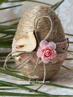 Egg decoration for Easter with strings Easter Egg decorating ideas Happy Easter, Easter Bunny, Easter Eggs, Egg Crafts, Easter Crafts, Easter Decor, Easter Ideas, Spring Crafts, Holiday Crafts