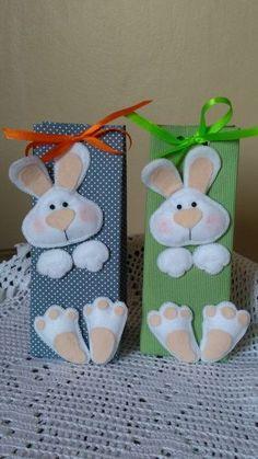 Que tal inovar e colocar nesta caixa doces e chocolates . Fleece Crafts, Felt Crafts, Diy And Crafts, Crafts For Kids, Easter Projects, Easter Crafts, Holiday Crafts, Happy Easter, Easter Bunny