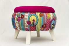 Roda Pink — RODA Sustentables y hermosos!! Funny Furniture, Tire Furniture, Recycled Furniture, Painted Furniture, Puff Retro, Tire Ottoman, Tire Craft, Reuse Old Tires, Home And Deco