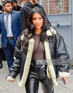 Kim And Kylie, Kim And Kourtney, Kim Kardashian Selfie, Kardashian Style, Kylie Jenner, Selfies, Famous Girls, Celebrity Look, Queen