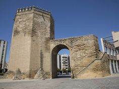 La Torre Malmuerta de Córdoba es una torre albarrana, fechada en 1404, unida a la muralla por medio de un arco de medio punto.