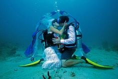 Don't hold your breath...... really? Lovers say 'I Do' beneath the warm Grenadian waters!!