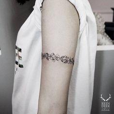 Floral armband tattoo. Tattoo artist: Zihwa