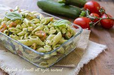 ricetta pasta fredda zucchine e pesto con mozzarella e pomodori ricetta primo facile insalata di pasta estiva veloce