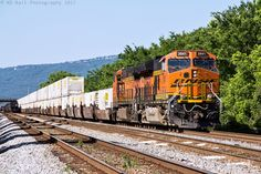 https://flic.kr/p/TsKheB | NS 264 at Chattanooga, TN | After making an overnight mad dash from Sheffield, AL, NS 264 (Memphis,TN/BNSF-Austell,GA) finish it's next to last segment of its long journey to Whitaker Yard. The long intermodal train is slowly approaching the crew change point at Control-Point Webb (MP-334.6) on the NS Chattanooga Terminal (CT). Once the train comes to a complete stop the crew will dismount, and hand the pig train over to the Georgia Div crew. The crew change only…