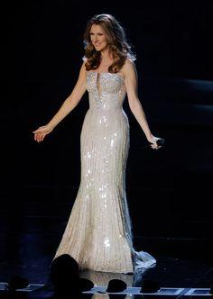 Image from http://www3.pictures.zimbio.com/gi/Celine+Dion+Celine+Dion+Returns+Colosseum+NlIYhNPbiznl.jpg.
