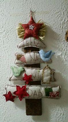 Arbol de Navidad Christmas Decorations Sewing, Christmas Sewing, Christmas Crafts For Kids, Diy Christmas Ornaments, Christmas Wreaths, Wall Christmas Tree, Christmas Makes, Christmas Time, Xmas