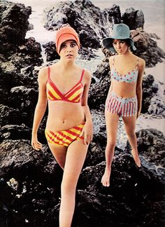"""Seventeen June 1968. Splashy-dashy suits hit the Hawaiian coast with a fizz of color. Cool."""" Style Année 60, Retro Style, 1960s Fashion, Mod Fashion, Fashion Models, Vintage Fashion, Beach Fashion, Unique Fashion, Fashion Images"""