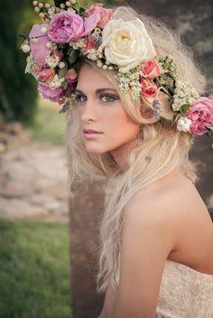 Long down blonde hair Toni Kami ⊱✿Flowers in her hair✿⊰ Boho Flower crown Boho Hairstyles, Wedding Hairstyles, Fantasy Hairstyles, Floral Headdress, Flower Garlands, Flower Crowns, Wedding Garlands, Floral Garland, Hair Wreaths