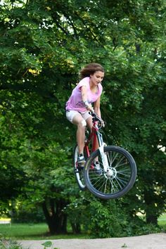 This just makes me so happy to see a girl on a bike do this.... goals