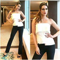 Latest photos of Kriti Sanon Bollywood Actress Hot Photos, Bollywood Celebrities, Bollywood Fashion, Zara Fashion, Fashion Models, Fashion Trends, Indian Beauty, Fashion Addict, Celebrity Style