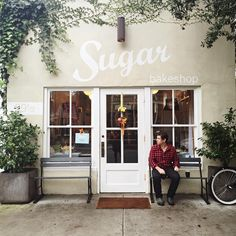 """Megan And Mike Gilger auf Instagram: """"A little @sugarbakeshop to begin the day between rain showers. #Charleston"""""""