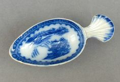 A scarce, pearlware Caddy Spoon with feather edge shell handle, & Chinoiserie/Willow type pattern to bowl. Dating to 1790/1810