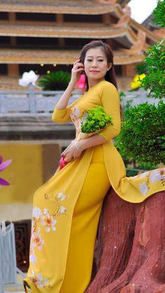 Myanmar Traditional Dress, Vietnamese Traditional Dress, Traditional Dresses, Vietnamese Clothing, Vietnamese Dress, Back Dress Design, Kurti Designs Party Wear, Curvy Women Fashion, Celebrity Outfits