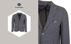 La tua slim fit è la Best Jacket by Double Eight Per una serata con amici, un evento o a lavoro scegli la nostra giacca blazer con due bottoni, tessuto misto lana e disegno puntinato...per uno stile vincente! #TheFightersD8 #DoubleEight www.doubleeight.it