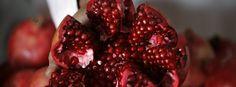 Granatäpfel können als Teil einer ausgewogenen Ernährung das Wohlbefinden stärken.
