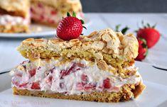 Stück Erdbeer Sahne Baiser Torte