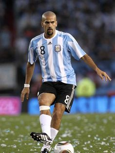 Juan Sebastian Veron of Argentina in Football Icon, Best Football Players, Football Is Life, World Football, Football Kits, Football Jerseys, Soccer Players, Argentina Football Team, Argentina Soccer