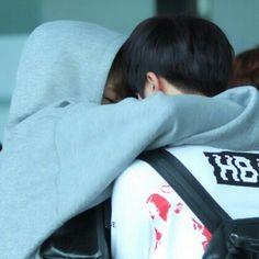 i love they rub their heads together lol