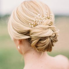 bridal-hairstyle-trends-2017-classic-chignon-soft