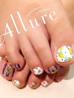 I love the big toe! Pedicure Nail Art, Toe Nail Art, Love Nails, Pretty Nails, Feet Nails, Colorful Nail Designs, Toe Nail Designs, Rhinestone Nails, Beautiful Nail Art