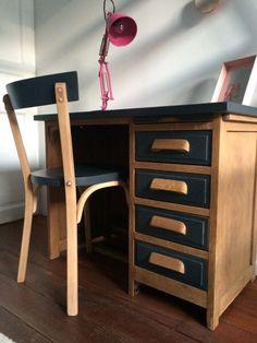Refurbished furniture diy table ideas ideas for 2019 Dark Bedroom Furniture, Refurbished Furniture Diy, Refurbished Furniture, Decor, Furniture Diy, Furniture, Furniture Makeover, Redo Furniture, Unwanted Furniture