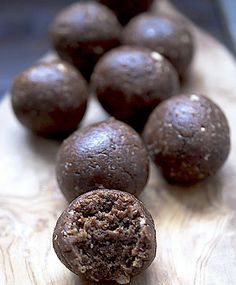These Fig, stem ginger and dark chocolate energy bites are a perfectly delicious, bite sized pick me up snack. Otherwise known as bliss balls. Soy Milk Nutrition, Grape Nutrition, Peanuts Nutrition, Kids Nutrition, Nutrition Guide, Nutrition Classes, Nutrition Education, Fig Recipes, Recipes