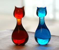 To katter i glass Candle Holders, Vase, Candles, Home Decor, Decoration Home, Room Decor, Porta Velas, Candy, Vases