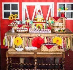 Mesa de la torta piñata de granja