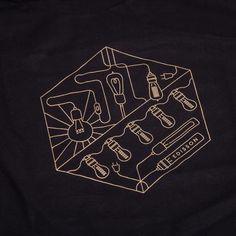 T-Shirt «Lightbulbs» Schwarz/Gold Retro, Lightbulbs, Graphic Design, Gold, Illustrations, Led Lights Bulbs, Home Decor Accessories, Textiles, Cotton