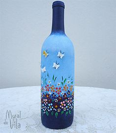 Good inspiration for a butterfly wine glass. Painted Glass Bottles, Recycled Glass Bottles, Glass Bottle Crafts, Painted Jars, Painted Wine Glasses, Decorated Bottles, Wine Bottle Glasses, Wine Bottle Art, Diy Bottle