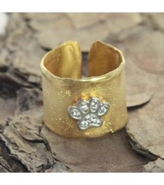 LOVE this Paw ! Favelajewelry Greek fine jewellery