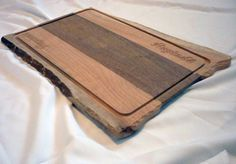 Tabla en Cedro en los costados e Ipe en el medio.  Nombre grabado en la misma.   Mediadas: 45cm x 25cm x 20mm