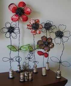 Art as Usual: wire and fabric art / Flores de alambre Cork Crafts, Diy And Crafts, Arts And Crafts, Wire Flowers, Fabric Flowers, Autumn Garden, Home And Deco, Wire Art, Handmade Flowers