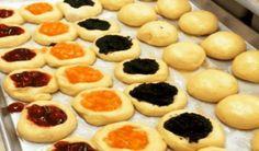 Kolaciky z kysnuteho slahackoveho cesta (muka Czech Desserts, Sweet Desserts, Sweet Recipes, Baking Recipes, Cake Recipes, Kolache Recipe, Czech Recipes, Italian Cookies, No Bake Cookies