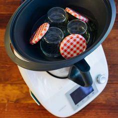 Cómo esterilizar envases con Thermomix | Trucos de cocina Thermomix | Bloglovin' Cooking Gadgets, Cooking Recipes, Food N, Food And Drink, Crazy Cakes, Canapes, Nespresso, Tapas, Catering