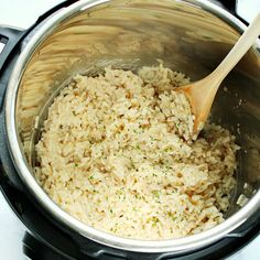 Instant Pot Risotto – creamy and cheesy risotto made without stirring, in 5 minutes in the Instant Pot. Serve it plain or add mushrooms, peas or broccoli. Cooking Risotto, Vegetable Recipes, Vegetarian Recipes, Cooking Recipes, Rice Recipes, Instant Pot Dinner Recipes, Best Dinner Recipes, Baked Chicken Recipes, Risotto