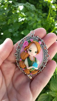 This would be pretty on a cake made if fondant instead of clay! Polymer Clay People, Polymer Clay Disney, Polymer Clay Figures, Polymer Clay Dolls, Polymer Clay Pendant, Polymer Clay Charms, Polymer Clay Creations, Polymer Clay Jewelry, Clay Beads