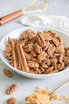 Cinnamon Sugar Roasted Pecans, sweet, crunchy, extremely easy and totally addicting! You WILL fall in love with these easy sugared pecans. Roasted Pecans, Candied Pecans, Cinnamon Pecans, Delicious Desserts, Dessert Recipes, Yummy Food, Sweet Desserts, Snack Recipes, Pasta Recipes