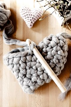 Chunky crochet heart pillow made with roving - full tut