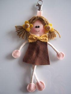 Best 12 Happy girls are an ArtMind trademark . Yarn Dolls, Felt Dolls, Fabric Dolls, Doll Crafts, Sewing Crafts, Sewing Projects, Sewing Dolls, Felt Ornaments, Happy Girls