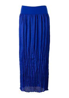 Blauwe maxi rok in plissé met elastische tricot tailleband. Gemaakt van soepele polyester glansstof. Gevoerd tot de knie. Enkellengte. Lengte in maat 38/M: 113 cm.     Exclusief online verkrijgbaar.