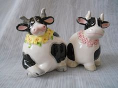 Cow Salt and Pepper Shakers - vintage, collectible, cows, animal by DEWshophere on Etsy