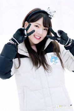Daily Yerin #24 Kpop Girl Groups, Korean Girl Groups, Kpop Girls, Gfriend Profile, G Friend, Music Photo, Girl Bands, Entertainment, Winter Olympics