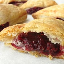 Raspberry Puff Turnovers: King Arthur Flour (quick easy desserts with puff pastry) Croissants, Great Recipes, Favorite Recipes, Easy Recipes, Turnover Recipes, Raspberry Filling, Flaky Pastry, King Arthur Flour, Gourmet