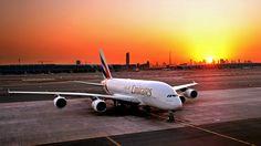 A maior aeronave comercial de passageiros do mundo, enfim, terá uma operação regular no Brasil. A Emirates Airline anunciou, na manhã desta segunda-feira (16), que o primeiro voo regular na América do Sul com o A380 será na rota entre São Paulo (GRU) e Dubai. As operações com este equipamento terão início no dia 26 de março. Atualmente, este voo é operado com o Boeing 777-300ER, o serviço com o A380 marcará o 10º ano de operações da companhia aérea no Brasil, que começou com voos diários…