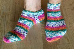 Sokker strikket i Soft Raggi fra Järbo med pinner nr 3. Et herlig garn å strikke med. Har strikket flere par i ulike farger.
