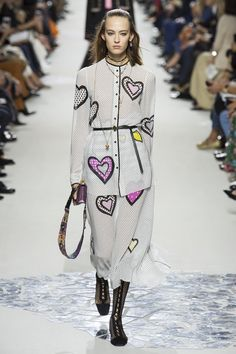 Christian Dior. Catwalk FashionVogue FashionFashion WeekFashion 2018Paris  FashionChristian DiorSpring ... b96f9abb908